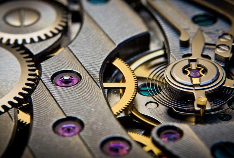 تصویری از عقریه های مکانیکی یک ساعت