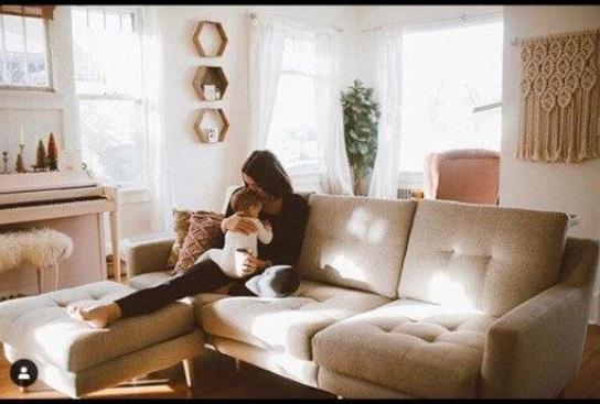 نشان دادن یک کاناپه در متن زندگی مخاطب.